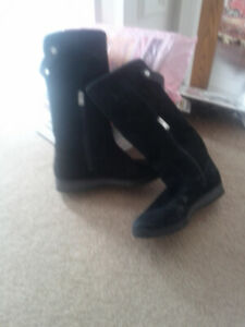 Good condition suede boots. Size 38. Waterproof.