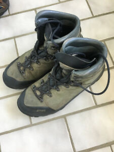 MEC Hiking Boots, Men's Size 9