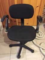 Desk chair with wheels