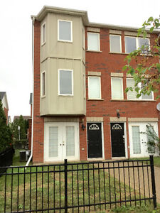 Great 3 story townhouse upper middle rd&appleby line Burlinton