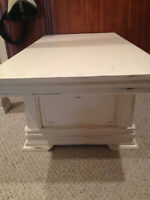 Round 2 shabby chic antique white coffee table