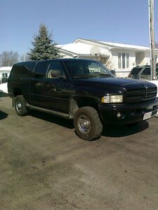 1999 Dodge Power Ram 2500 Sport Laramie w Low Kms