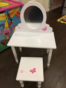 "WOODEN VANITY WITH STOOL FOR 18"" DOLLS NEW"