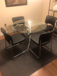 Glass dining table with 4 Chairs.