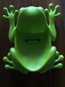 Boon frog pod bath scoop and storage.  Peterborough Peterborough Area image 3