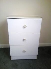 CHEST OF DRAWERS SMALL WHITE 3 DRAWERS AND CASTER WHEELS VGC