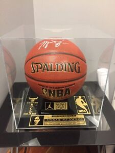 BASKETBALL/SOCCER BALL CUSTOM MUSEUM PLEXIGLASS DISPLAY