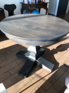 Beautiful solid wood dining table for sale