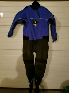 Cold water scuba diving gear
