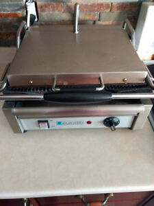 commercial medium sized panini grill