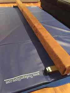 8ft Balance Beam and Cushioned Mat West Island Greater Montréal image 2