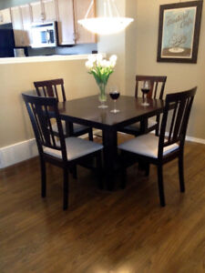 Dining table & chairs in excellent condition!! Moving sale!!