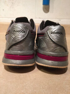 Women's Reebok Easy Tone Smooth Fit Shoes Size 6.5 London Ontario image 2