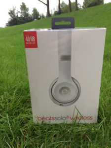 BeatsSolo 3 Wireless Matte Silver (Brand New, Unopened)