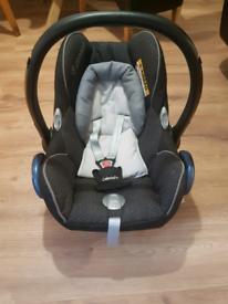 Maxi cosi pebble car seat with newborn insert