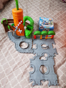 Thomas play set with puzzle
