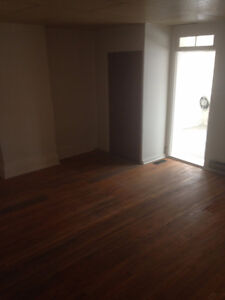Large Clean 1 Br Available now in Campbellford Peterborough Peterborough Area image 3