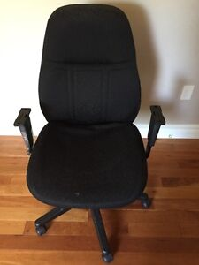 Free office chair- needs new arm rests