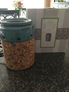 SCENTSY warmer and wax pods!