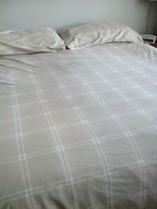 King sized Duvet cover and shams