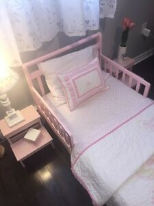 BRAND NEW gorgeous toddler bed - ORGANIC mattress and bedding
