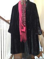 Manteau de vison noir se traqnsforme en pelisse