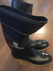 Steel toed boots NEW