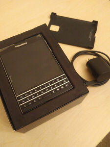 Unlocked BlackBerry Passport with hard shell case *reduced*