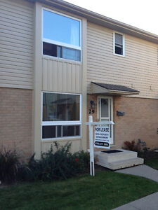 Rent Cut! 3 Bed Townhouse near Wharncliffe & Commissioners