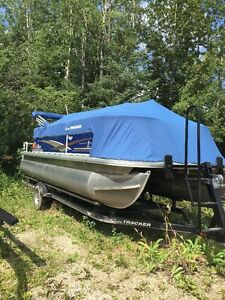 2014 SUNTRACKER PONTOON BOAT HARDLY USED