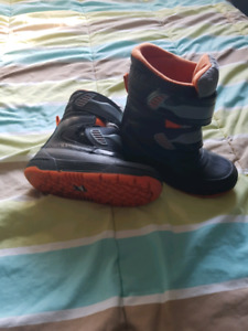 Oshkosh winter boots boys size 12 kids