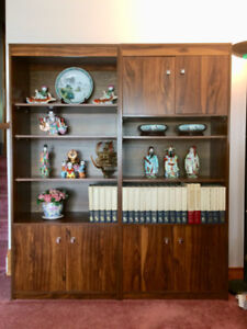 Set of 2 Beautiful Display Cabinets! Perfect Condition!