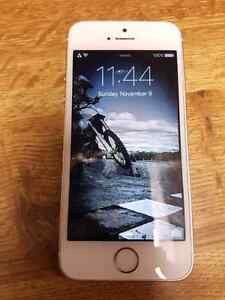 Gold iphone 5s   8/10 condition Kitchener / Waterloo Kitchener Area image 2