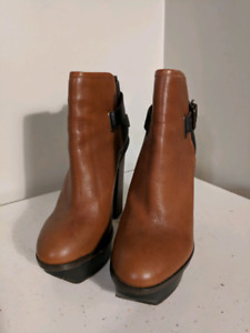Size 8.5 Dolce Vita ankle boots