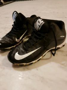 Nike Alpha Field Cleats (Size 5)