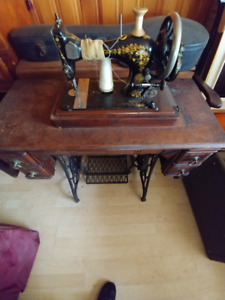 Vintage Machine a coudre Singer Sewing Machine