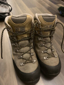 Women's Scarpa Gore-Tex waterproof hiking boots size 8/39.5