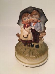 Figurine Années 70 Tournante Avec Musique Couple