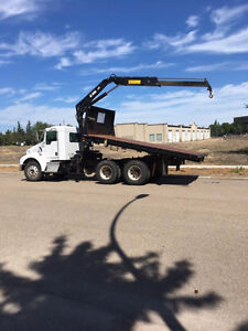 2005 KENWORTH TANDEM AXLE WITH HOIST and PICKER