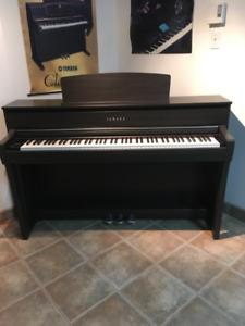 PIANO YAMAHA CLAVINOVA CLP 675 DW