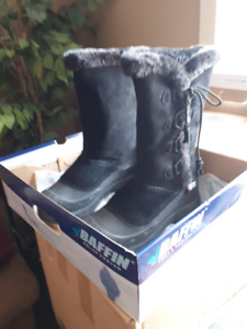 Baffin Boots (size 11)  Reduced!!!