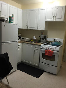 FLEXIBLE MOVE IN $902 Princess & Division Kingston Kingston Area image 2