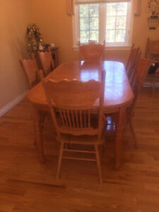 Dinning room table & chairs