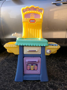 Kids little tikes kitchen