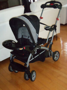 Poussette double récente Baby trend sit and stand