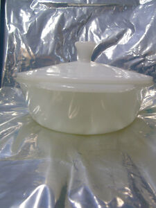 Vintage Casserole Dish with Lid Peterborough Peterborough Area image 4