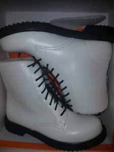 Cozy White Boots! Women Sz9