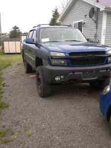2003 chevy avalanche lifted
