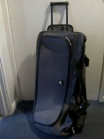 Holdall with wheels, large size, excellent condition, gwo, £20