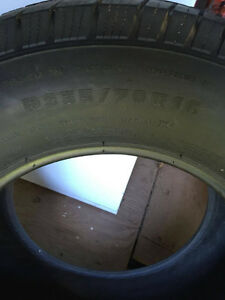 2 Michelin tires 235/70/r16